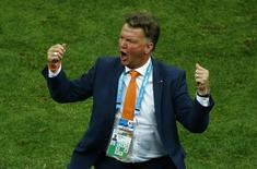 Técnico da Holanda, Louis van Gaal, durante partida contra o Brasil em Brasília. 12/07/2014. REUTERS/Ruben Sprich