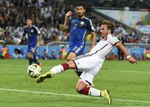 Germany's Mario Goetze shoots to score a goal against Argentina during extra time in their 2014 World Cup final at the Maracana stadium in Rio de Janeiro July 13, 2014. REUTERS/Dylan Martinez