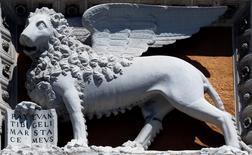 Imagen de archivo del emblema de la aseguradora Assicurazioni Generali en Roma, mayo 13, 2013. El banco de inversión brasileño BTG Pactual está comprando a la banca privada suiza BSI por 1.500 millones de francos suizos (1.700 millones de dólares), ampliando así su presencia en el extranjero. REUTERS/Stefano Rellandini