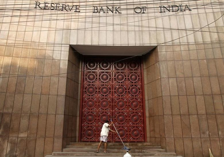A worker cleans the stairs of the Reserve Bank of India (RBI) building in Kolkata December 18, 2013. REUTERS/Rupak De Chowdhuri/Files