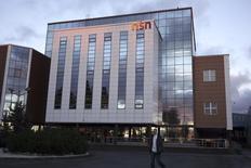 Офис Nokia Solutions and Networks в Оулу 19 ноября 2013 года. Microsoft Corp собирается уволить 1.000 человек в Финляндии в своем подразделении по производству мобильных телефонов, сообщила в среду финская газета со ссылкой на источники. REUTERS/Ando Ritsuko