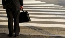 Quarante huit pour cent des entreprises françaises envisagent de recruter au moins un cadre au 3e trimestre, soit presque autant qu'un an plus tôt (49%), selon le baromètre trimestriel de l'Apec (Association pour l'emploi des cadres) publié jeudi. /Photo d'archives/REUTERS/Yuriko Nakao