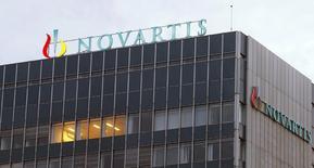 Novartis annonce jeudi une hausse de 2% de son chiffre d'affaires trimestriel et confirme son objectif annuel, comptant que les revenus de ses nouveaux produits compensent la concurrence des génériques sur son traitement de l'hypertension Diovan. /Photo d'archives/REUTERS/Arnd Wiegmann
