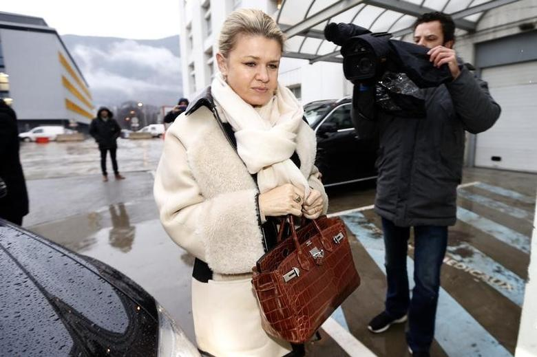 Corinna Schumacher, wife of seven-times former Formula One world champion Michael Schumacher, arrives at the CHU hospital emergency unit in Grenoble, French Alps, where her husband is hospitalized January 3, 2014. REUTERS/Charles Platiau