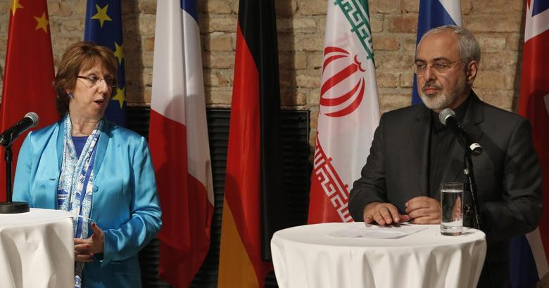 EU foreign policy chief Catherine Ashton (L) and Iranian Foreign Minister Mohammad Javad Zarif attend a news conference in Vienna July 18, 2014. REUTERS/Leonhard Foeger