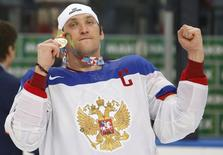 Russia's Alexander Ovechkin celebrates after winning their men's ice hockey World Championship final game against Finland at Minsk Arena in Minsk May 25, 2014.                  REUTERS/Vasily Fedosenko