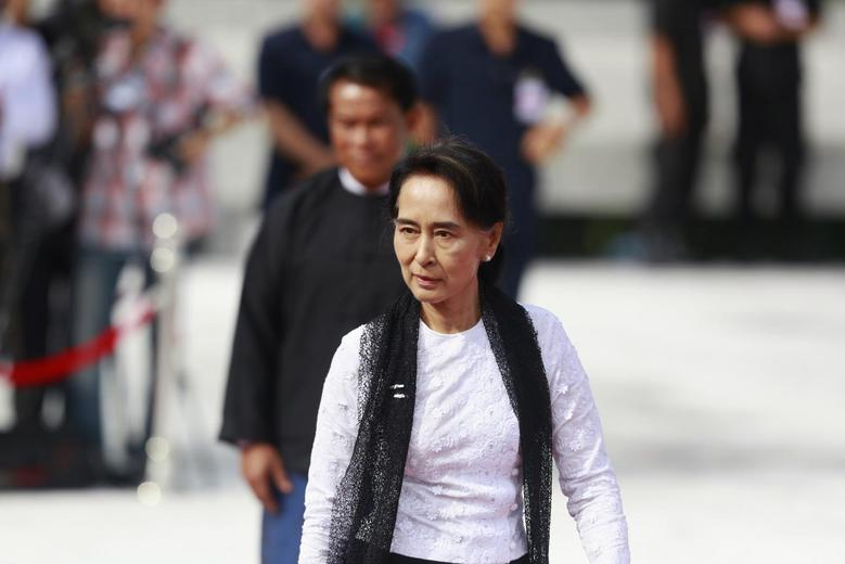 Myanmar's pro-democracy leader Aung San Suu Kyi attends an event marking the anniversary of Martyrs' Day at the Martyrs' Mausoleum in Yangon July 19, 2014. REUTERS/Soe Zeya Tun