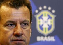 Dunga, que volta ao comando da seleção brasileira, durante entrevista à imprensa no Rio de Janeiro.  22/7/2014.  REUTERS/Ricardo Moraes