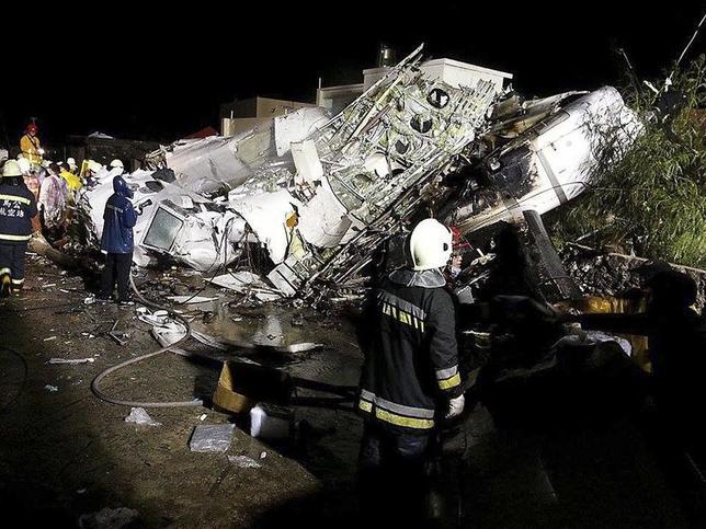 7月23日、台湾で、復興航空機が着陸に失敗して墜落、47人が死亡した。写真は機体残骸(2014年 ロイター/Wong Yao-wen)