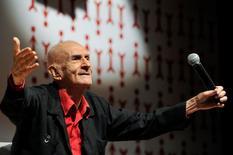 O escritor Ariano Suassuna participa da maratona escolar Ariano Suassuna, no Teatro R. Magalhães Jr., no Rio de Janeiro, em novembro de 2012. 08/11/2012 REUTERS: Divulgação/ABL/Guilherme Gonçalves