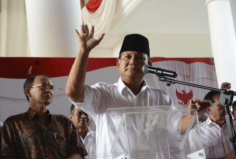 Indonesian presidential candidate Prabowo Subianto delivers a statement to the media in Jakarta July 22, 2014. REUTERS/Jefri Tarigan