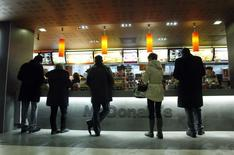 Customers buy food at a McDonald's restaurant in Moscow February 1, 2010.   REUTERS/Denis Sinyakov