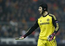 Goleiro Petr Cech participa de jogo do Chelsea contra o Galatasaray, em 26 de fevereiro.      REUTERS/Murad Sezer