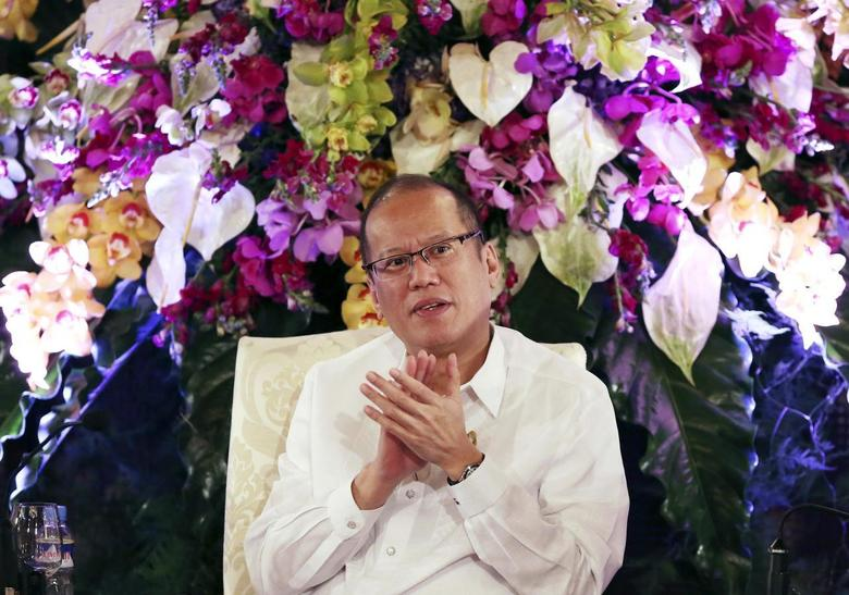 Philippine President Benigno Aquino claps as he attends the conference ''Daylight Dialogue: The Good Governance Challenge'' at the presidential Malacanang Palace in Manila July 15, 2014.  REUTERS/Aaron Favila/Pool