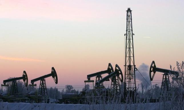 Derricks at Yuganskneftegaz oil processing facility at Mamontovskoye oilfield outside the Siberian town of Nefteyugansk. REUTERS/Sergei Karpukhin