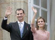 Spain's King Felipe VI (L) and Queen Letizia wave during celebrations for St James' Day in Santiago de Compostela July 25, 2014. REUTERS/Miguel Vidal