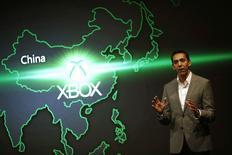El jefe de marketing y estrategia del grupo Xbox de Microsoft, Yusuf Mehdi, en un anuncio en Shanghái, jul 30 2014. Microsoft Corp lanzará su consola de videojuegos Xbox One en China el 23 de septiembre, dijo el miércoles el jefe de marketing y estrategia del grupo, Yusuf Mehdi, en un evento en Shanghái. REUTERS/Carlos Barria