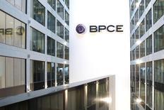 La banque BPCE et CNP Assurances ont jeté les bases jeudi d'un partenariat dans la prévoyance qui a vocation à succéder à partir de début 2016 aux accords commerciaux existants entre les deux groupes dans l'assurance-vie. /Photo d'archives/REUTERS/Benoît Tessier