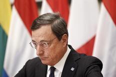 Глава ЕЦБ Марио Драги на пресс-конференции в Афинах 1 апреля 2014 года. Европейский центробанк в четверг сохранил процентные ставки без изменений, воздержавшись от применения новых мер в преддверии запуска новой программы финансирования банков в сентябре. REUTERS/Alkis Konstantinidis