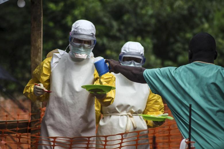 Medical staff working with Medecins sans Frontieres (MSF) prepare to bring food to patients kept in an isolation area at the MSF Ebola treatment centre in Kailahun July 20, 2014.   REUTERS/Tommy Trenchard