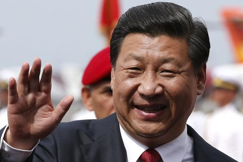 China's President Xi Jinping waves to the media after arriving in Venezuela at Simon Bolivar airport in Caracas July 20, 2014. REUTERS/Jorge Silva/Files