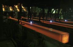 Вид на цех Новокузнецкого металлургического комбината 18 декабря 2008 года. Экономика России во втором квартале 2014 года выросла на 0,8 процента по сравнению с аналогичным периодом предыдущего года, сообщил Росстат со ссылкой на предварительную оценку. REUTERS/Denis Sinyakov