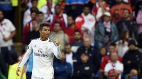 Cristiano Ronaldo, do Real Madrid, comemora após marcar gol contra o Sevilla, em Cardiff, na Grã-Bretanha, nesta terça-feira. 12/08/2014 REUTERS/Dylan Martinez