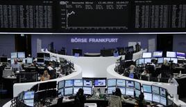 Les Bourses européennes sont en hausse à mi-séance mercredi. A 12h15, le CAC 40 progresse de 0,52% à Paris, le Dax s'adjuge 0,91% à Francfort, et le FTSE gagne 0,21% à Londres. /Photo prise le 13 août 2014/REUTERS/Remote
