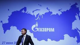 Глава Газпрома Алексей Миллер на пресс-конференции после годового собрания акционеров в Москве 27 июня 2014 года. Украинский кризис обернулся обрушением прибыли российского госконцерна Газпром, исходя из которой он рассчитывает дивиденды. REUTERS/Sergei Karpukhin