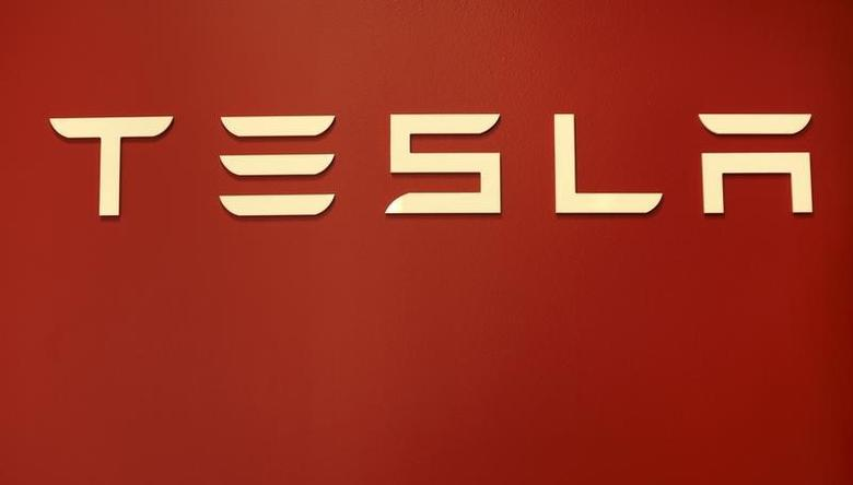 A Tesla Motors logo is shown at a Tesla Motors dealership at Corte Madera Village, an outdoor retail mall, in Corte Madera, California May 8, 2014.    REUTERS/Robert Galbraith