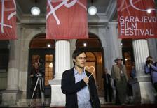 O ator mexicano Gael García Bernal com o prêmio honorário Coração de Sarajevo, durante o 20º Festival de Cinema de Sarajevo, na Bósnia, nesta sexta-feira. 15/08/2014 REUTERS/Dado Ruvic