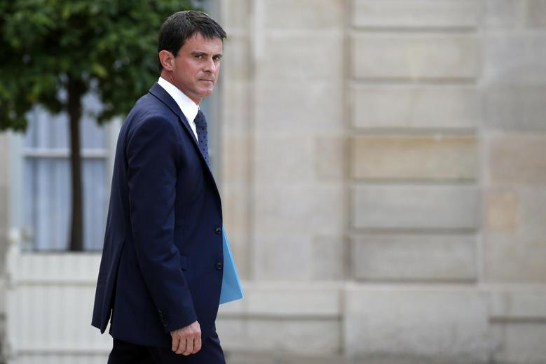 French Prime Minister Manuel Valls leaves the Elysee Palace after a meeting about Air Algerie flight AH 5017, in Paris July 24, 2014.  REUTERS/Benoit Tessier