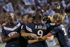 """Игроки """"ПСЖ"""" празднуют гол в ворота """"Монако"""" в матче чемпионата Франции 17 августа 2014 года. """"Бордо"""" и """"Сент-Этьен"""" одержали вторые кряду победы в чемпионате Франции по футболу в минувшие выходные. REUTERS/Regis Duvignau"""