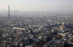 Moody's a encore abaissé ses perspectives de croissance pour la France et jugé que l'échec probable de Paris à atteindre ses objectifs budgétaires cette année illustrait les difficultés rencontrées par l'ensemble de la zone euro. /Photo prise le 10 mars 2014/REUTERS/Jacky Naegelen