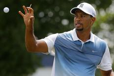 Tiger Woods of the United States catches a golf ball while warming up on the practice range at the 2014 PGA Championship at Valhalla Golf Course in Louisville, Kentucky August 6, 2014.     REUTERS/Brian Snyder