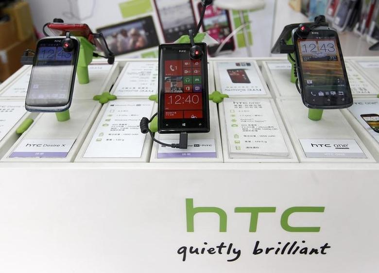 HTC smartphones are displayed in a mobile phone shop in Taipei April 8, 2013. REUTERS/Pichi Chuang