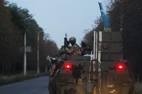 Dozens die in Ukraine in street battles, Donetsk shelling