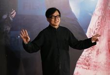 Ator Jackie Chan no tapete vermelho do Hong Kong Film Awards. 13/4/2014  REUTERS/Tyrone Siu
