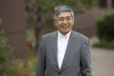 La Banque du Japon (BoJ) pourrait devoir maintenir sa politique accommodante un certain temps encore, pour éradiquer la déflation, a déclaré son gouverneur, Haruhiko Kuroda. /Photo prise le 22 août 2014/REUTERS/David Stubbs