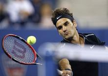 Roger Federer of Switzerland comes to the net during his men's singles match against Marinko Matosevic of Australia at the U.S. Open tennis tournament in New York August 26, 2014.   REUTERS/Shannon Stapleton