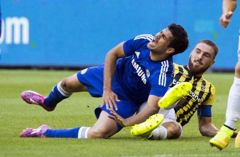 Chelsea's Diego Costa (L) fights for the ball with Vitesse Arnhem's Guram Kashia during their friendly soccer match in Arnhem July  30, 2014. REUTERS/Toussaint Kluiters/United Photos