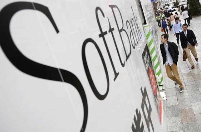 8月29日、ソフトバンクが今年の冬商戦でソニーのスマートフォン(スマホ)「エクスペリア」を初めて販売することがわかった。4月撮影(2014年 ロイター/Yuya Shino)