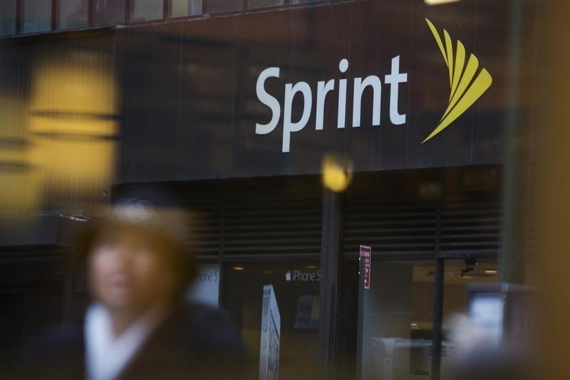 Sprint Grabs Lifeline With Rural Us Roaming Deals Reuters