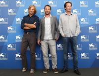 """Actors Reda Kateb (R) and Viggo Mortensen (L) pose with director David Oelhoffen during the photo call for the movie """"Loin des hommes"""" at the 71st Venice Film Festival August 31, 2014. REUTERS/Tony Gentile"""