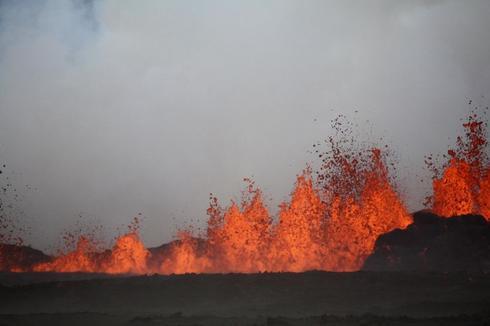Iceland cuts aviation alert to orange, no ash from new eruption