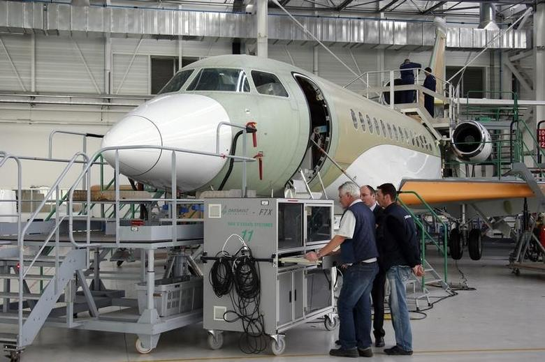 Employees work on the assembly line of the Falcon 7X aircraft in the factory of French aircraft manufacturer Dassault Aviation in Merignac near Bordeaux, southwestern France, January 10, 2014.  REUTERS/Benoit Tessier