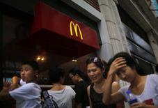 People walk by a McDonald's store in downtown Shanghai July 31, 2014. REUTERS/ Carlos Barria
