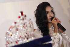 Myanmar's former beauty queen May Myat Noe gives a news conference, seated next to the 2014 Miss Asia Pacific World crown, at a restaurant in Yangon September 2, 2014.    REUTRS/Soe Zeya Tun