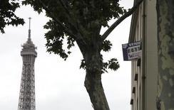 La production de crédits à l'habitat a accentué son recul le mois dernier en France malgré des taux qui n'ont jamais été aussi favorables, selon les données de l'Observatoire Crédit logement pour août. /Photo d'archives/REUTERS/Mal Langsdon