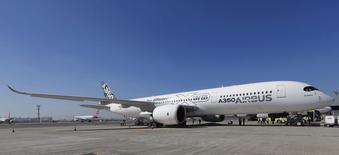 Airbus a reçu 1.001 commandes brutes et livré 389 appareils au cours des huit premiers mois de l'année. /Photo prise le 7 août 2014/REUTERS/Paulo Whitake